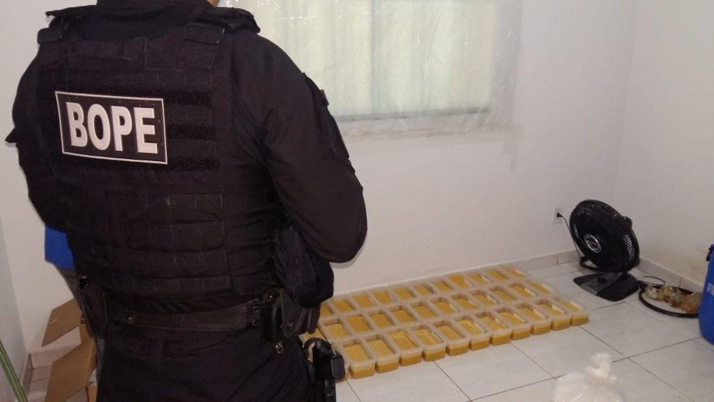 PM fecha laboratório de refino de cocaína na Vila Oliveira, em Aparecida de Goiânia