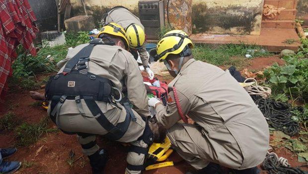 Homem tem pele arrancada ao cair em cisterna de 4 metros em Itaberaí