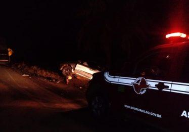 Homem morre após colisão entre carro e caminhão na BR-020, em Formosa