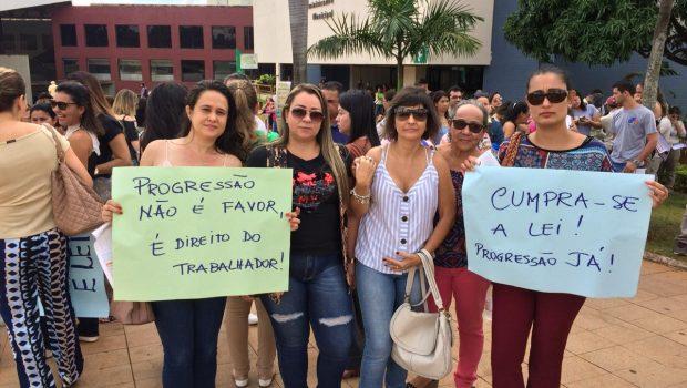 Servidores da rede municipal de saúde de Goiânia protestam sobre plano de carreira