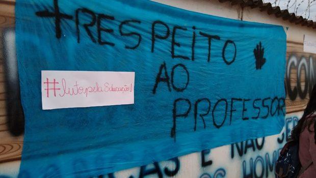 Estudantes da rede estadual reivindicam salário de dezembro de professores