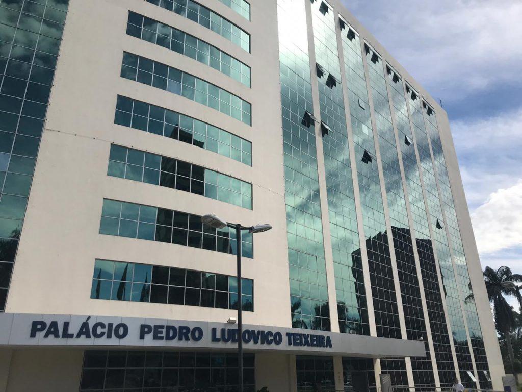 Entidades oferecem alternativas à redução impositiva de salários de servidores estaduais em Goiás