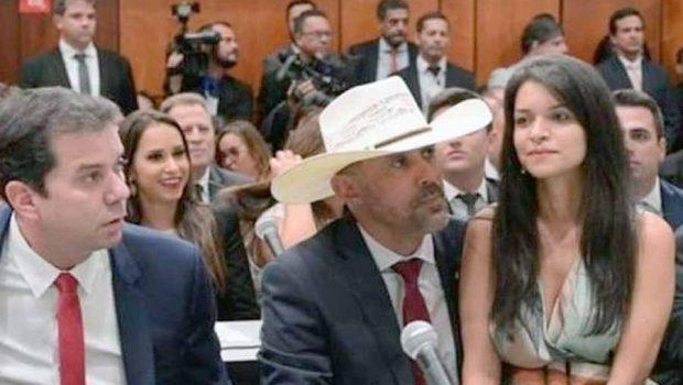 """Deputadas acionarão colega Amauri Ribeiro na Justiça por """"pouca vergonha"""" na Alego"""