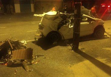 Homem morre após bater carro contra ponto de ônibus no Jardim América, em Goiânia