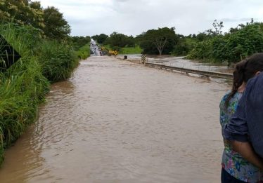 Técnicos analisam situação de ponte após forte chuva na GO-164