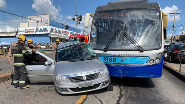 Colisão entre carro e Eixo Anhanguera deixa uma pessoa ferida