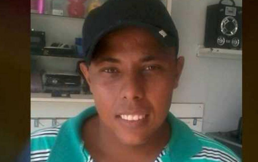 Idoso se entrega à polícia após matar enteado a facadas por causa de dívida, em Jataí
