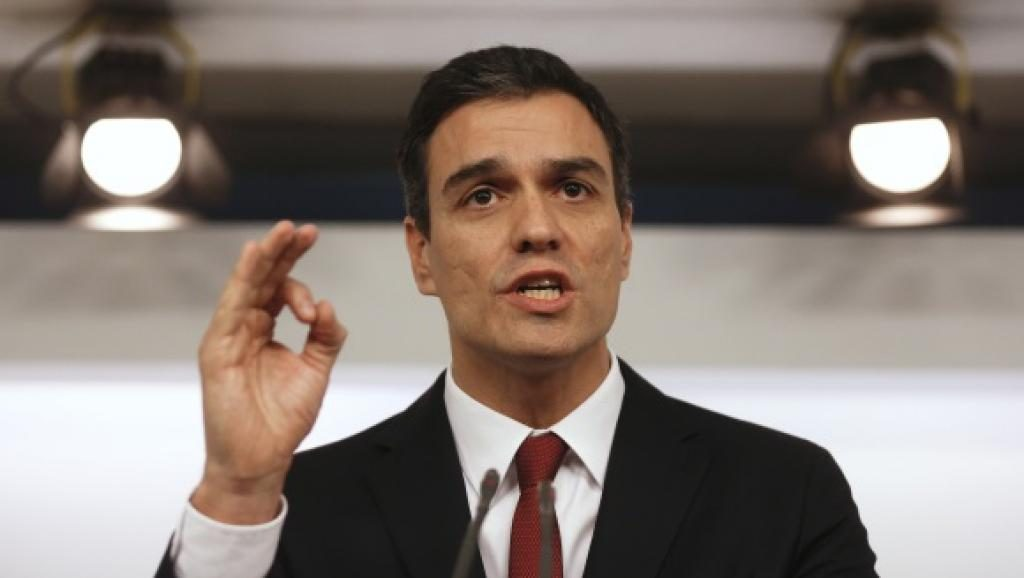 Após aceno a separatistas, espanhóis vão às ruas pedir renúncia de premiê