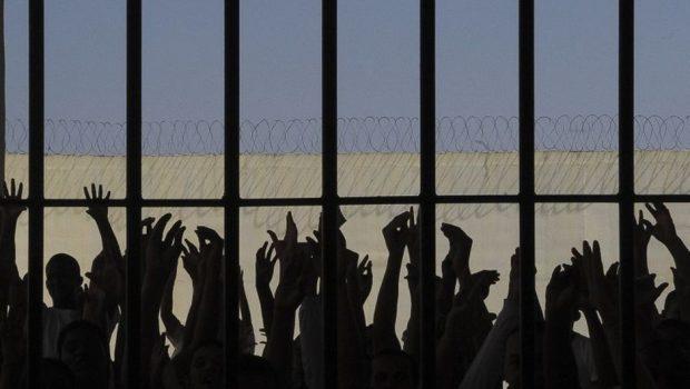Bolsonaro concede indulto a presos com doenças graves