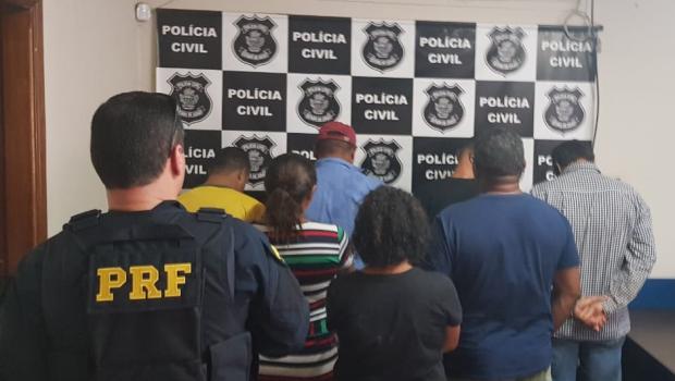 Sete pessoas são presas em flagrante saqueando carga em Bom Jesus de Goiás