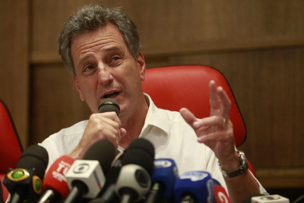 Presidente do Flamengo diz que quer negociar em separado com famílias