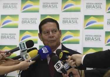 Criminalizar homofobia é 'passo além da necessidade', diz Mourão