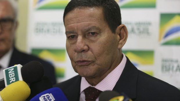 Mourão: saída de Maduro do poder depende de negociação diplomática
