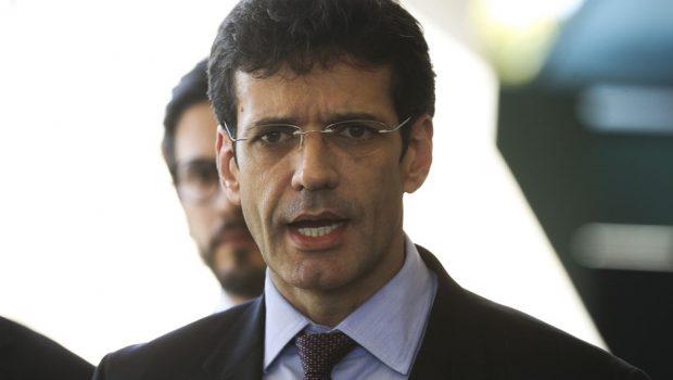 Ministro do Turismo foi exonerado para tomar posse como deputado, diz assessoria