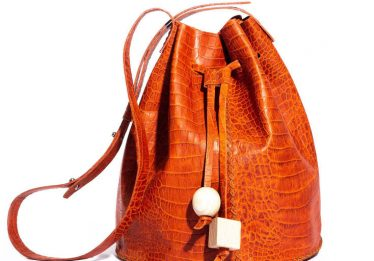 Startup produz bolsas a partir de retalhos de couro descartados