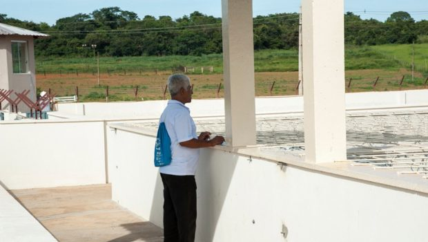 Aposentado doa cimentos para construção de novo presídio em Rio Verde