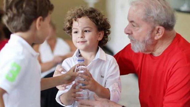 Juíza autoriza Lula no velório do neto de 7 anos