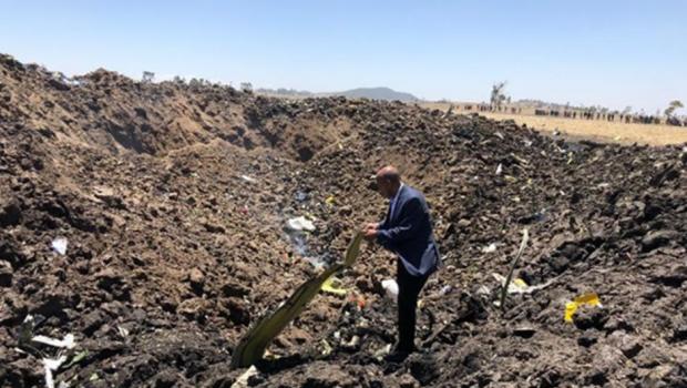 Avião com 157 pessoas cai perto da capital da Etiópia