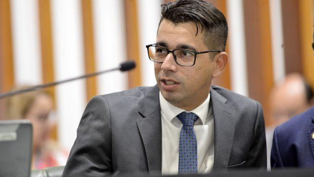 """Deputado diz que """"Bolsonaro não merece título de cidadão de nenhuma currutela, muito menos de Goiás"""""""