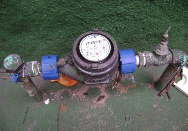 Lei obriga a Saneago a instalar dispositivos que eliminem o ar da conta de água em Aparecida de Goiânia