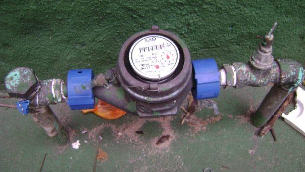 Justiça proíbe Saneago de cobrar por hidrômetro e empresa terá de restituir usuários