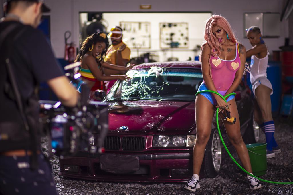 Mc Pocahontas grava clipe de 'Não Sou Obrigada', em São Paulo; veja imagens