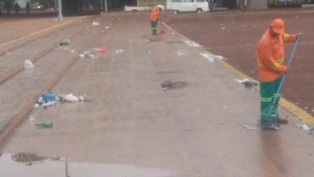 Comurg recolhe mais de meia tonelada de lixo na região da Praça Cívica, em Goiânia