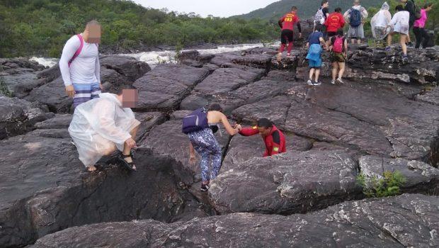 Dezesseis turistas ficam ilhados em cachoeira na Chapada dos Veadeiros