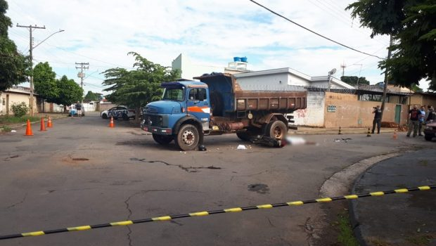 Motociclista morre após bater na lateral de caminhão, em Campinas