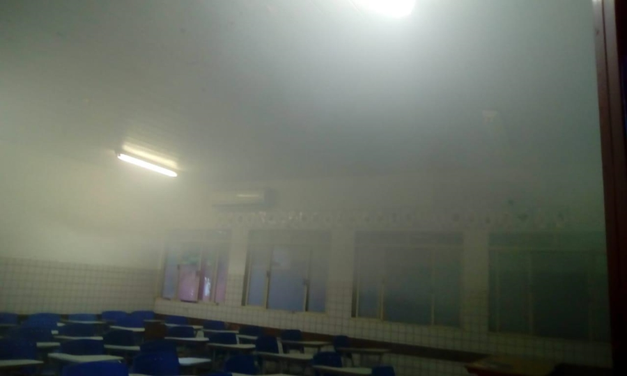Uma das salas de aula atingidas pelas chamas (Foto: Leitor / Mais Goiás)