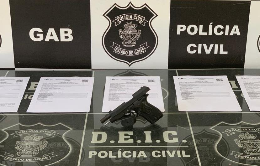 Deic irá indiciar irmãos por porte ilegal de arma de uso restrito (Foto: Divulgação/DEIC)