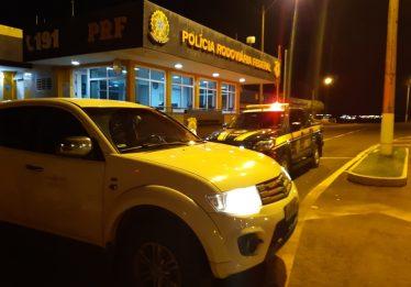 PRF prende engenheiro flagrado dirigindo carro roubado na BR-050, em Catalão