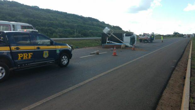 Servidores da Prefeitura de Catalão ficam feridos após capotamento de veículo