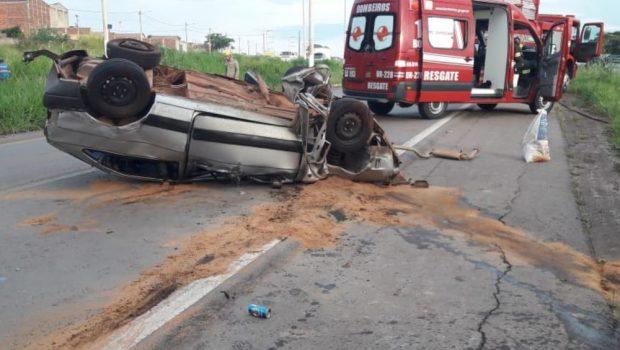 Homem morre após capotar carro, na GO-080, em Nerópolis