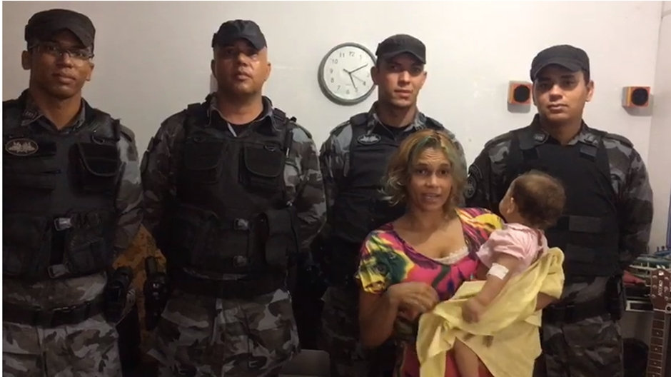 Policiais militares salvam bebê de oito meses afogada em balde de água, em Goiânia