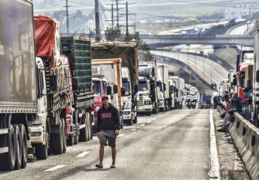Caminhoneiros se mobilizam para nova paralisação