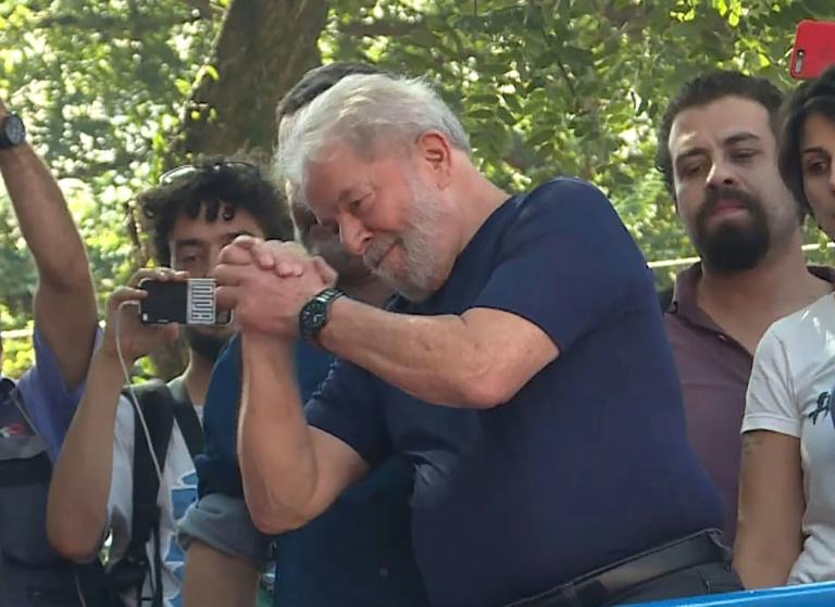 Governo paga R$ 50 mil mensais a assessores de Lula mesmo após prisão, diz jornal