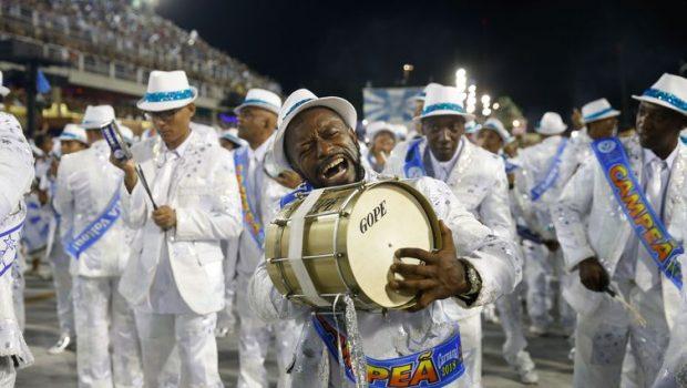 Começa apuração das notas das escolas de samba do Rio