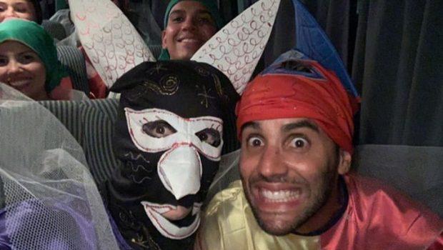 Ivete Sangalo e o marido se disfarçam para curtir carnaval de rua