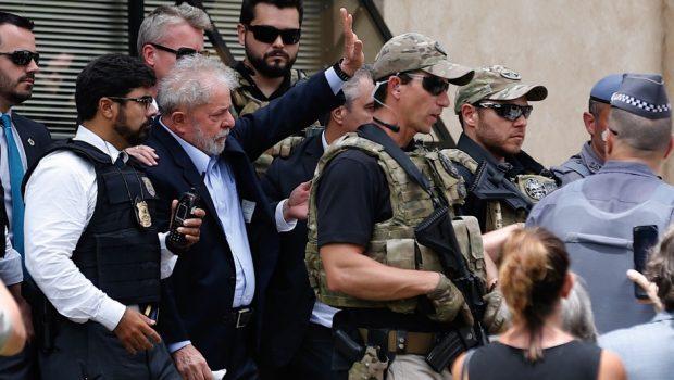 Juíza ordenou a Lula 'discrição da conduta' no velório do neto