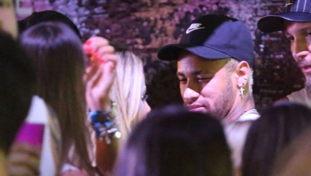 Carnaval 2019: Neymar beija novo affair, Rafaela Porto, em camarote de Salvador