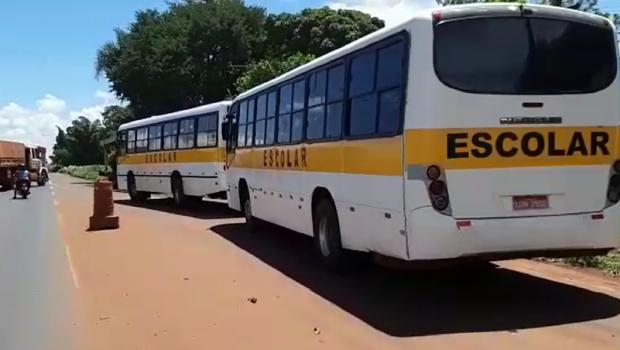 Operação da PRF apreende quatro ônibus escolares com irregularidades na BR 060, em Rio Verde
