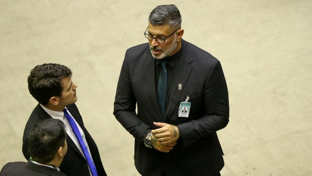 Alexandre Frota articula com partidos campanha para queda de líder do governo