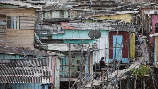 Crise empurra 7,4 milhões de brasileiros para pobreza, segundo dados do Banco Mundial