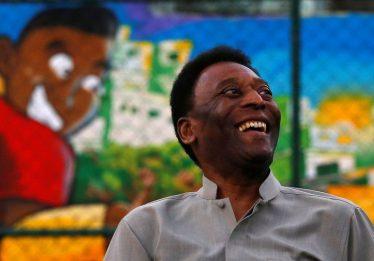 Pelé recebe alta após retirada de cálculo renal em hospital de São Paulo