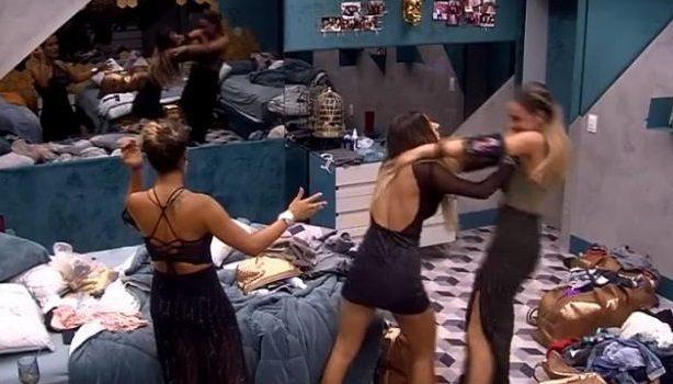 Discussão entre Paula e Hariany pode resultar em expulsão de goiana do BBB19