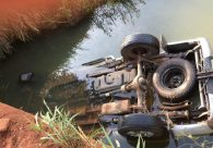Quatro pessoas morrem após caminhonete cair em córrego no município Fazenda Nova