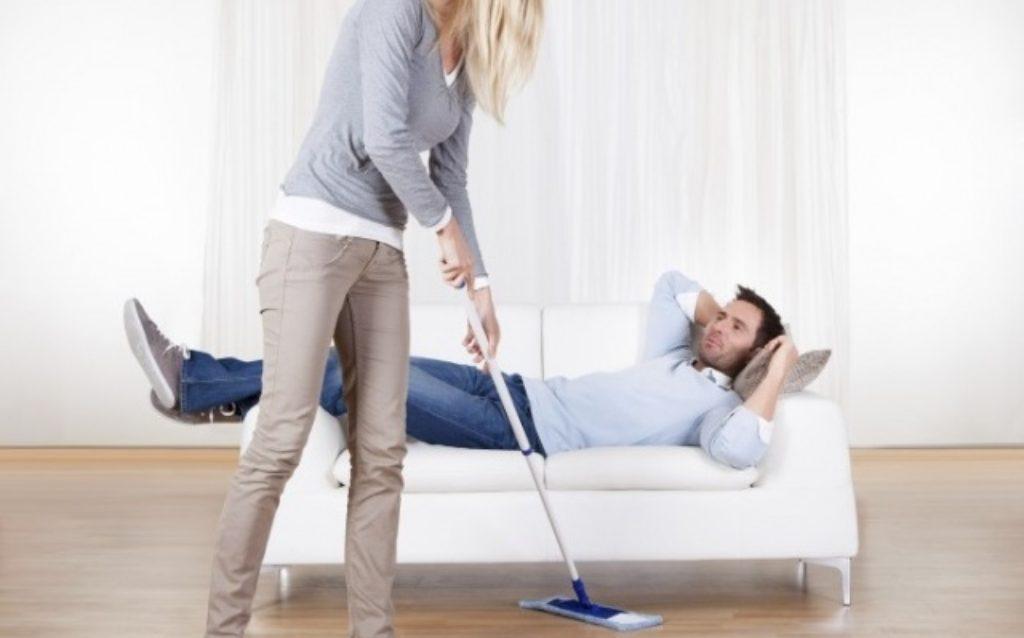 Afazeres domésticos afetam tempo para mulher trabalhar, aponta IBGE