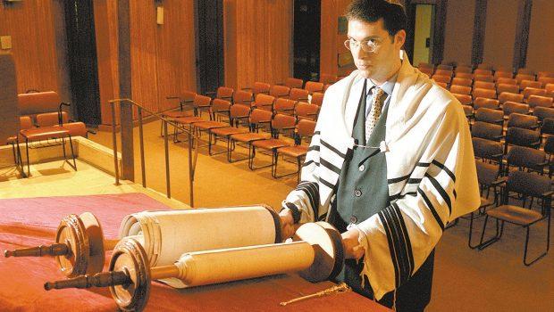 Associar Holocausto à esquerda é falsificar a história, diz rabino