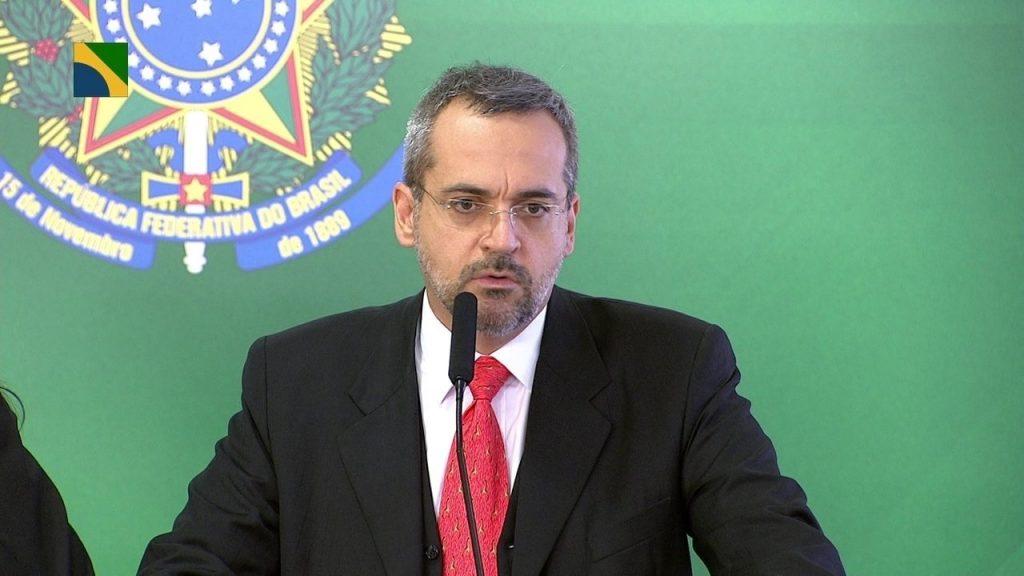 Ministro da Educação defende tirar Bolsa Família de aluno agressor